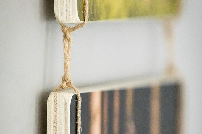 Detail eines zusammenhängenden Holzbildes mit Schnüren - Bilderrahmen Bremen